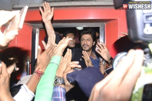 Case Filed on SRK for Damaging Railway Property During Raees Promotion