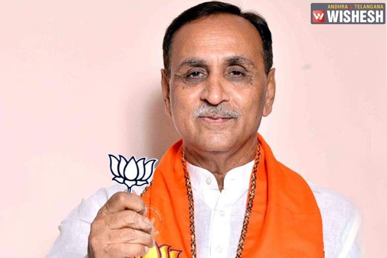 Rupani stakes claim, to be sworn in Gujarat CM on Sunday