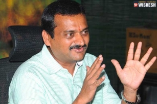 Bandla Ganesh Rubbishes Rumors About Working With BJP