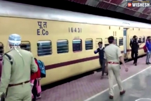 Rs 16 Cr Worth Tickets Sold By Indian Railways On Day 2