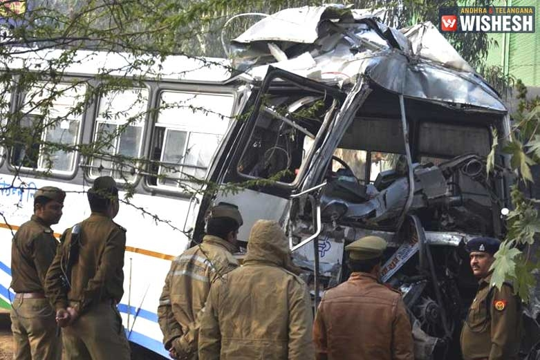 40 Injured After A Bus Rams Into A Truck In Ghaziabad
