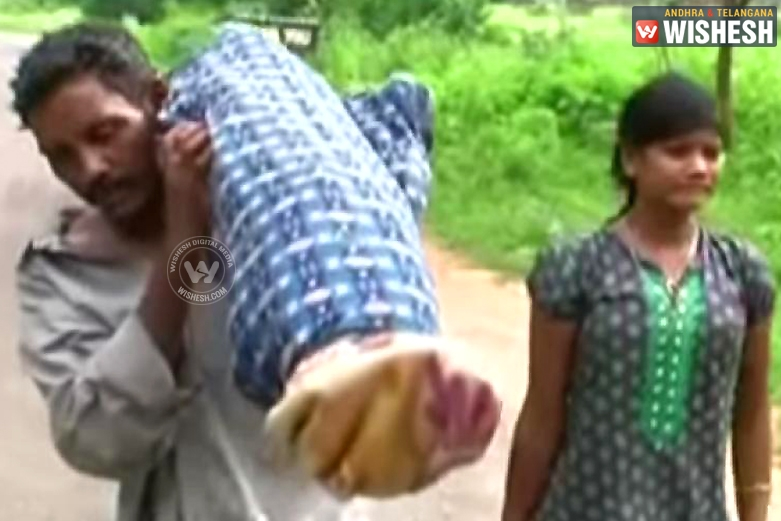 Man Carries Wife Dead Body for 10 km on his Shoulder